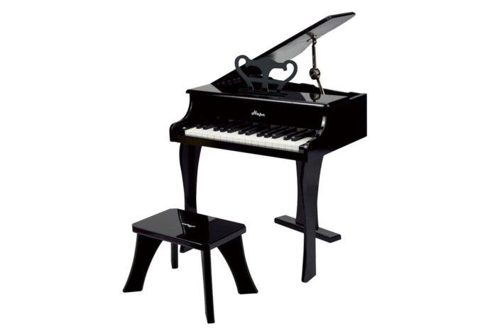 פסנתר כנף וכסא